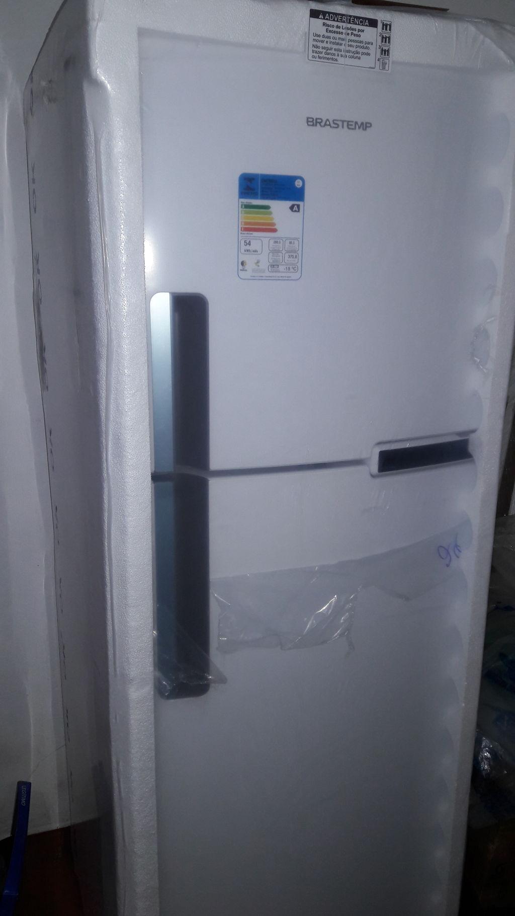 7b03d0f940 Refrigerador Brastemp BRM44HB Frost Free com Compartimento para ...