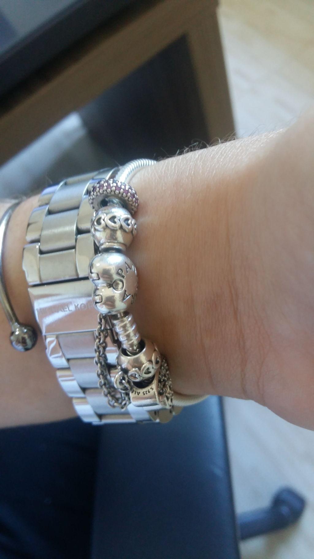 aad2fd5f3b5 Ligia. Compra Verificada. • • 2 anos atrás. A pulseira é muito linda! O  fecho de coração ...